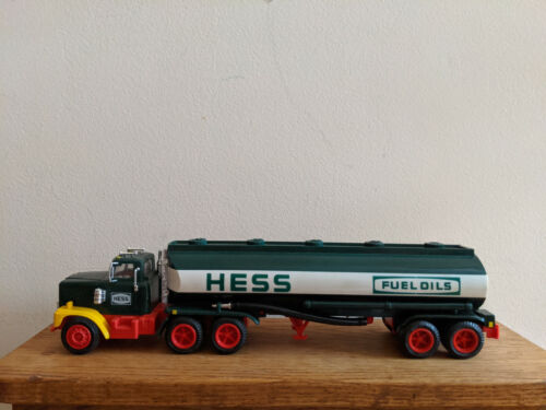 1984 Preowned Hess Toy Truck W/Working Lights Mint Condition