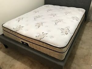 Complete Queen bed / lit - delivery
