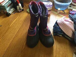 Girls sorel winter boots size 5.