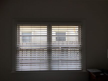 White blinds, manual command | Curtains & Blinds | Gumtree Australia ...