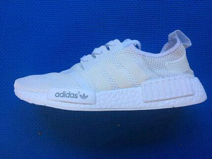 DS Adidas NMD R1 Champs Exclusive new