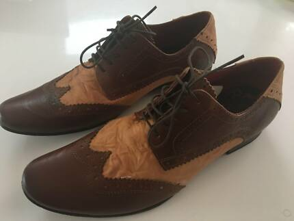 Red Tape Men's Dress Shoes - Leather - Sz 9 - Excellent Condition
