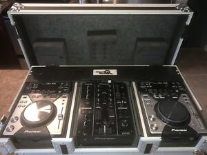 DJ kit Pioneer DJM350+2xCDJ400 with roadcase in great condition