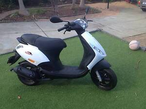 2016 Piaggio zip 50 scooter - Like brand new Greenwood Joondalup Area Preview