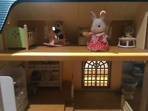 Calico Critters, House, Playhouse, and Play Table