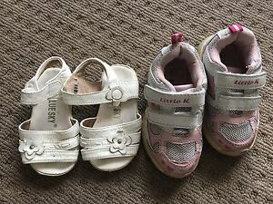 Girls shoes size 4 Cameron Park Lake Macquarie Area Preview