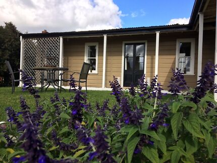 Picker/ backpacker accommodation/ house near Young, NSW