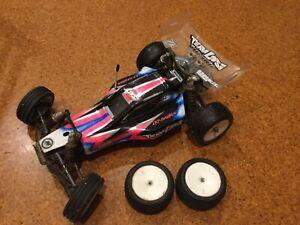 Team Losi XXX-CR 1/10 buggy