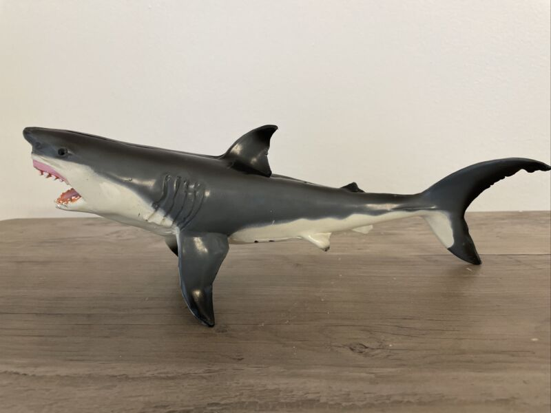 "Monterey Bay Aquarium 1991 Marine Animal Resin Figurine 9"" Great White Shark"