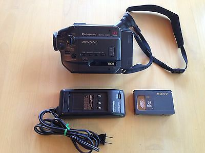 Panasonic PV-18 VHS-C Palmcorder Camcorder, Charger Battery Tape, Video Transfer
