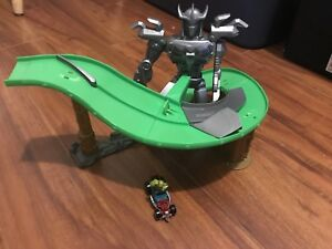 Teenage Mutant Ninja Turtle race car track