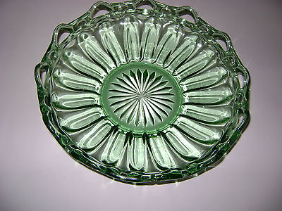 RETICULATED GLASS FRUIT BOWL LIGHT GREEN ETCHED BOTTOM RIBBED beautiful
