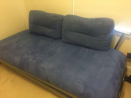 Lounge/Day bed with King or 2 x single bed pop-up extension