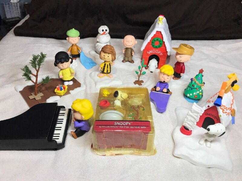 Memory Lane Peanuts A Charlie Brown Christmas Figure Collection 2003
