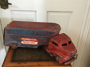 WAYANDOTTE SEMI TRACTOR AND TRAILER ALL STEEL
