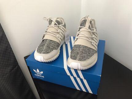 Adidas Tubular Radial Running Shoes Size US 8 BRAND NEW