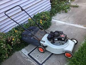 Victa Vantage 4 stroke mower + catcher. Just serviced + Warranty Sunshine North Brimbank Area Preview