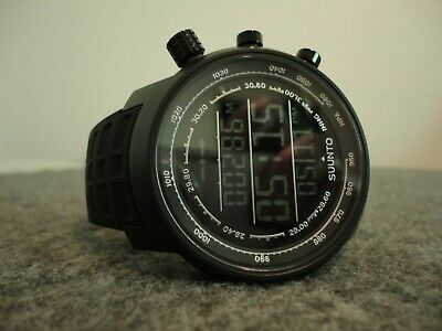 NOS SUUNTO ELEMENTUM TERRA MENS WATCH 316L STAINLESS/RUBBER STRAP- DISPLAY PIECE