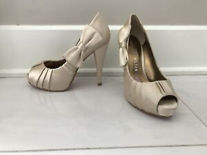 Soulier Talon hault beige Paris Hilton/ Paris Hilton high heels