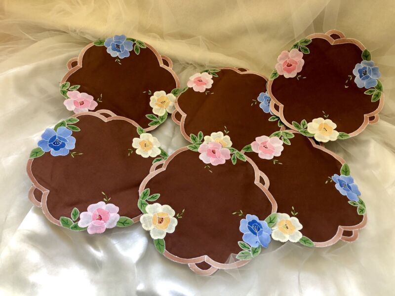 """Vintage 8""""D Lot of 6 place mats hand appliqued & embroidered flowers"""
