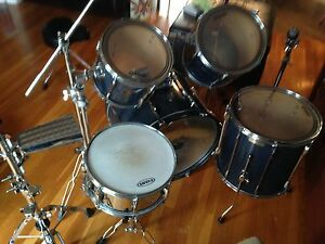 5 Piece Pearl Export drum kit with  hardware St. John's Newfoundland image 6