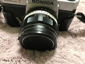 Konica  camera with 2 flashes and a leather bag