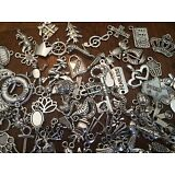 25 PiEcE LoT ~ MiXeD ThEMe STyLeS SiLvER ChArMs PeNdAnTs NeW JeWeLRy FiNdiNgS