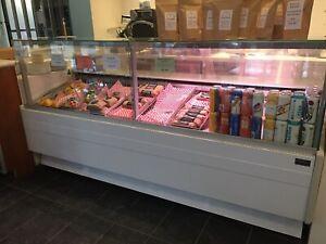 Cold display case - deli/pastry