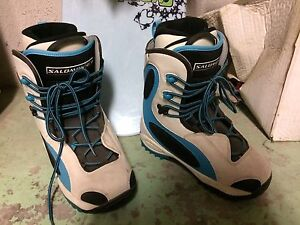 Women's Snowboard with boots and bindings Cambridge Kitchener Area image 3