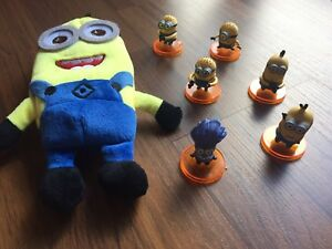 6 Minion Figures in a Minion Carrying Case
