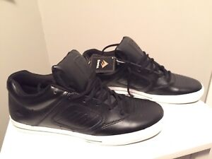 New Men's Size 14 Emerica Shoes