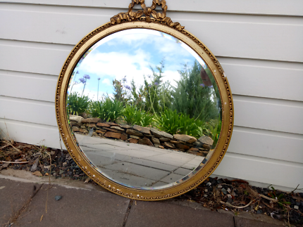 Round mirror with bevelled edge