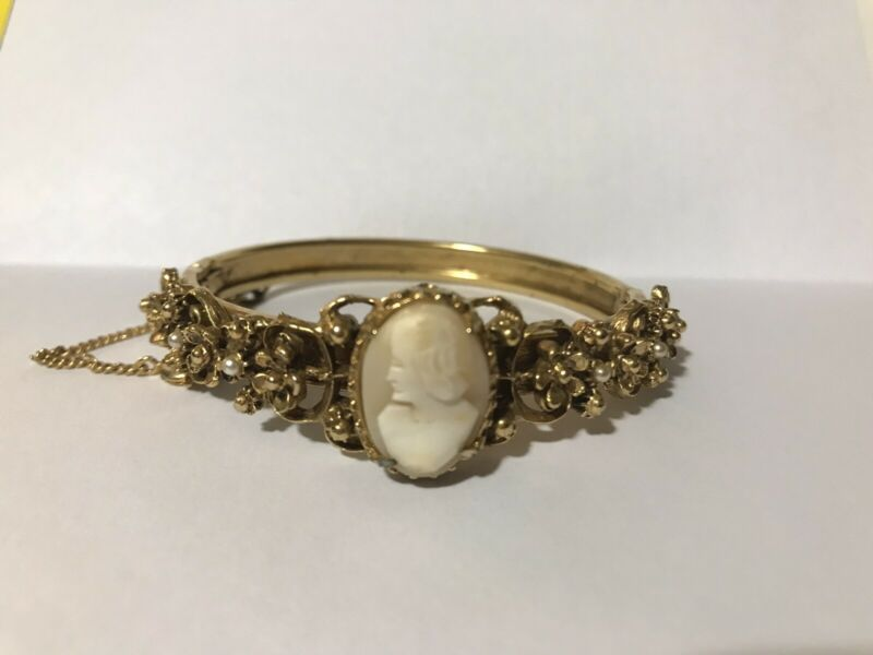 Vintage Florenza Gold Tone Shell Cameo & Faux Seed Pearl Hinged Bangle Bracelet