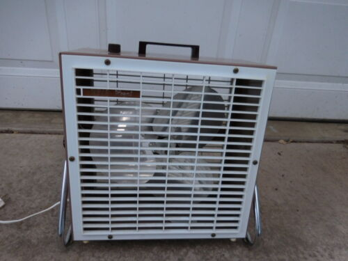 """Vintage Wells Royal Metal Box Fan 2 Speed on Chrome Tilting Stand 14"""" x 14"""""""