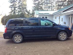 2008 Dodge Grand Caravan /w- DVD & 2 sets of like new tires/rims