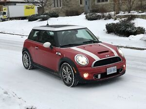 2012 Mini Cooper S (Includes 2 Set of Tires on Rims)