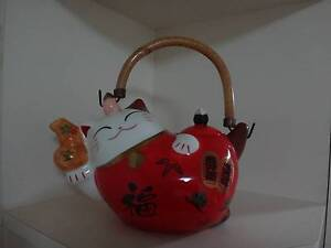 Lucky Cat Teapot - Like New East Victoria Park Victoria Park Area Preview