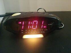 SUNBEAM ALARM CLOCK AM/FM RADIO / NIGHT LIGHT MODEL # 89016