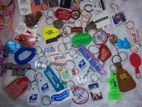 LOT OF 69 COLLECTION OF KEYRINGS + 48 BRACELETS, 7 BOOKLETS, 3 NECKLACES, 6 PINS