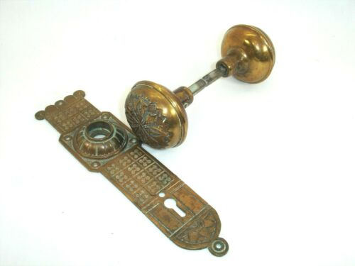 H36 - Pair of Antique Brass Door Knobs and 1 Plate, Ornate, Mission Style