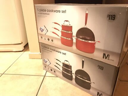 Brand new 5 pots