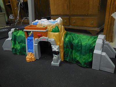 FISHER PRICE GEOTRAX ROCKY FALLS TUNNEL FLEXIBLE EXPANDING + SOUNDS RAIL & ROAD