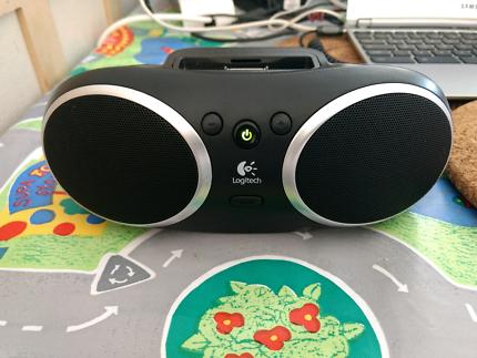 logitech S135i desk computer speaker with ipod/iphone dock