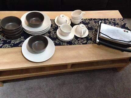 Plates, cappuccino cups and Sunbeam sandwich maker