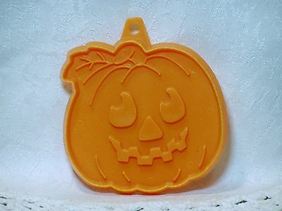 Vintage Hallmark Cookie Cutter - Small Smiling Jack-o-lantern Pumpkin Halloween