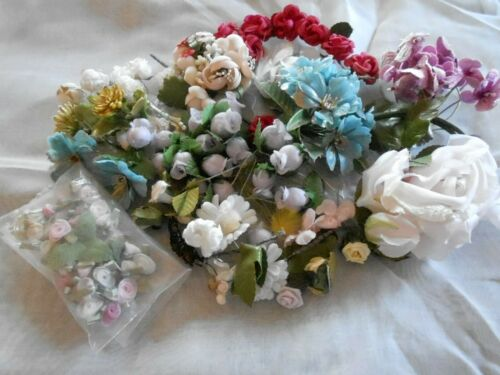 BEAUTIFUL ASSORTED DECORATIVE FLOWERS FOR CRAFTS OR DECORATIONS, VINTAGE 1960
