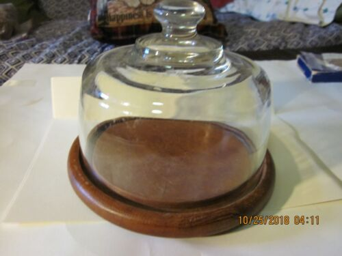 Round Cake,pie,cheese display , holder!  Bottom is wood and top piece is glass!