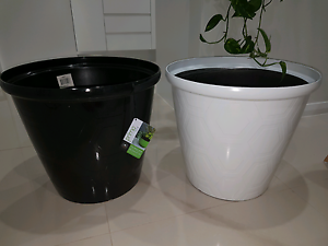 Light weight pots 37x32cm Picnic Point Bankstown Area Preview