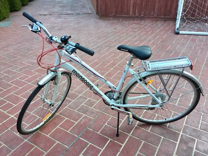 BIKE WOMENS MONGOOSE CROSSWAY 300 SM WHITE AS NEW - DONCASTER VIC