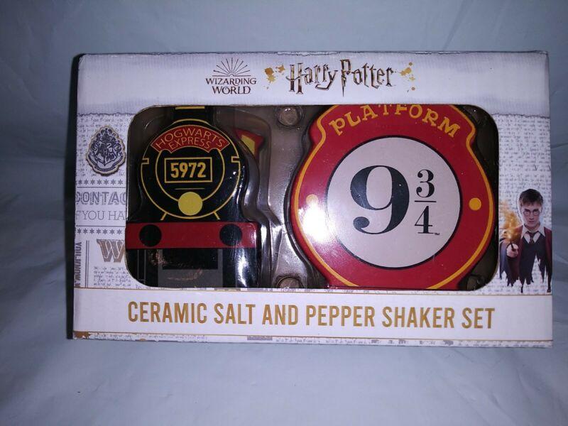 Harry Potter Hogwarts Express Ceramic Salt & Pepper Shaker Set 🧂 Train 9-3/4